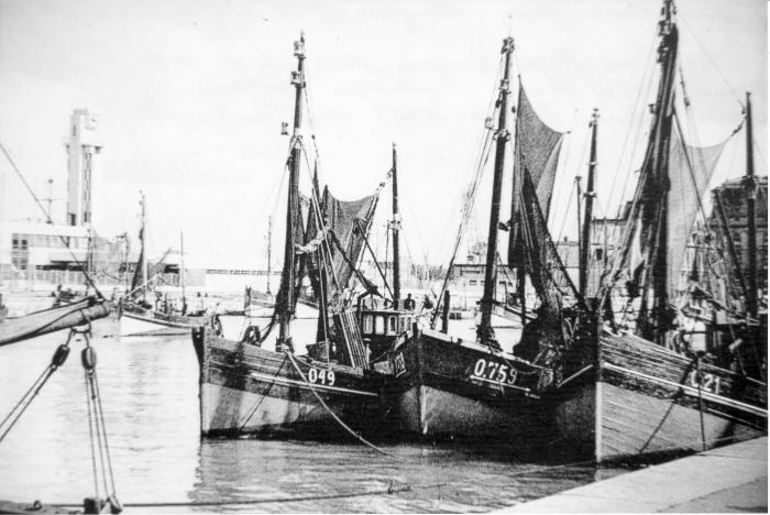 O.49 Maria-Ren�  (bouwjaar 1928) met de O.759 Henri-Roger  (bouwjaar 1942) en de O.21 Belgica  (bouwjaar 1925)