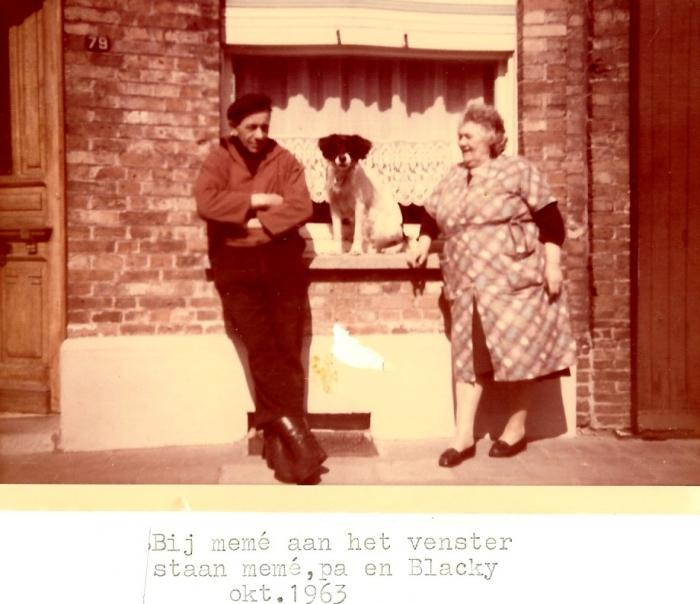 August Legein en Adrienne Ryssen voor het venster