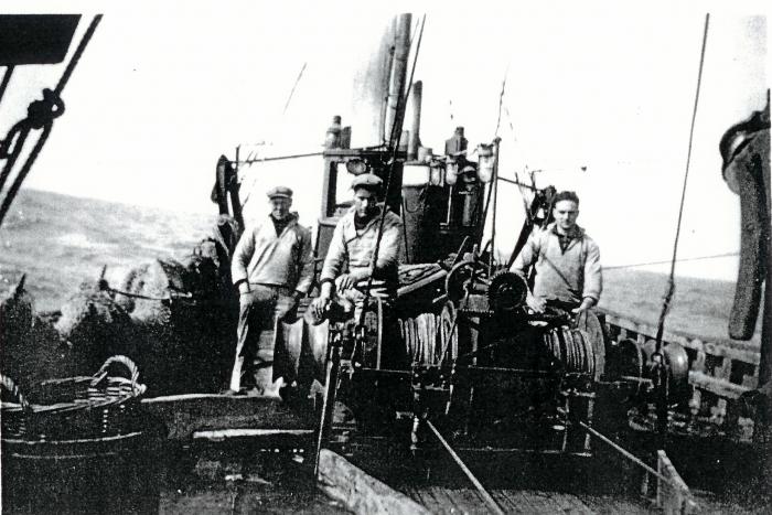 Christiaen Kamiel en andere vissers aan boord