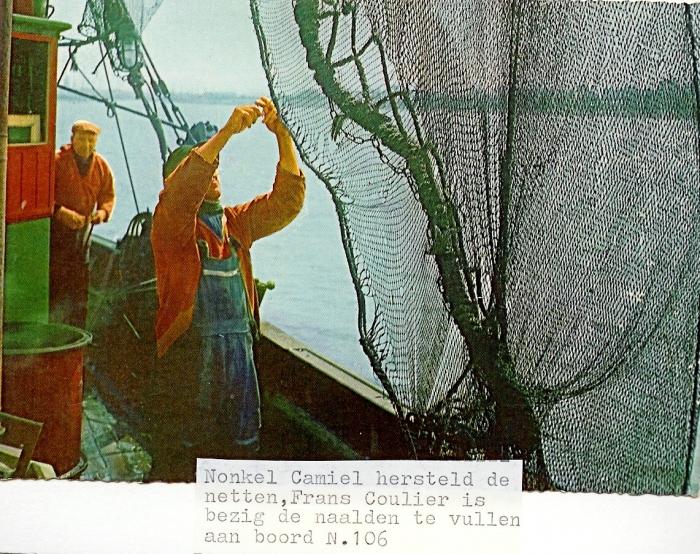 Netten herstellen aan boord van de N.106