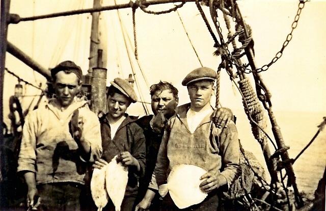 Vissers met gevangen tong en tarbot