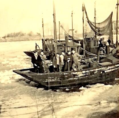 Bemanning op schip in winter 1956