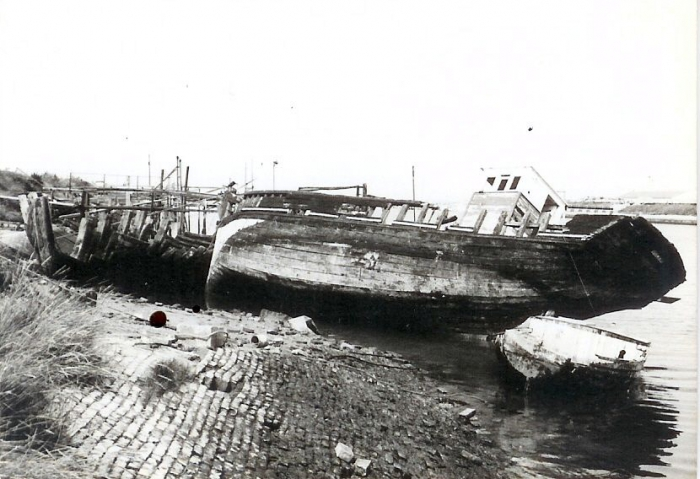 Afbraak oude vaartuigen te Nieuwpoort