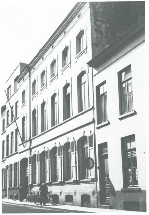 Van Caillie (1989, pl. 153)