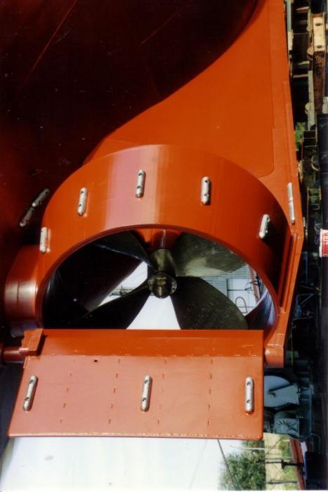 Schroef, roer en straalbuis van Z.186 Shannon (Bouwjaar 1991) tijdens afwerking