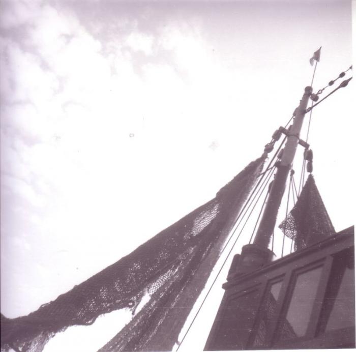 Netten worden in mast opgetrokken om te drogen