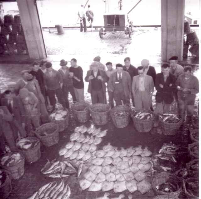 Visverkopers in oude vismijn Zeebrugge