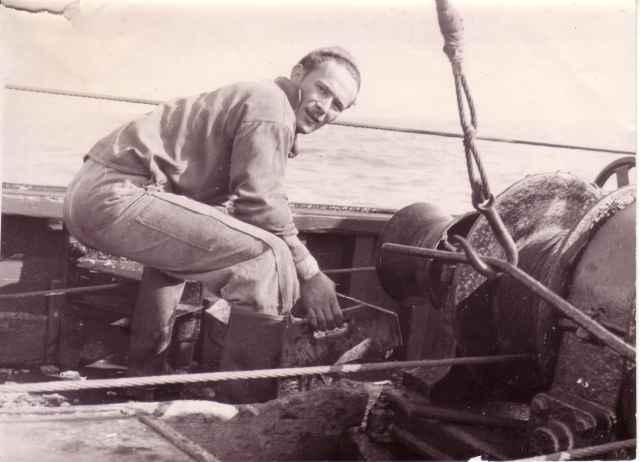 Gilbert Sorgeloose (lapnaam: Strop) zeeft garnalen uit