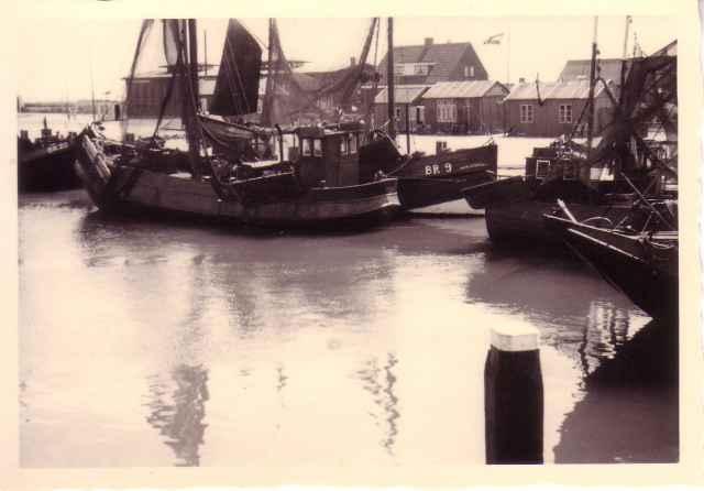 BR.9 Mijn Gedacht en BR.20 Cathalina in haven van Breskens