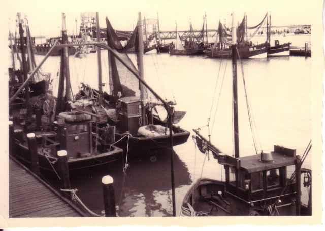 haven van Breskens met oa. de BR.5 De Hoop