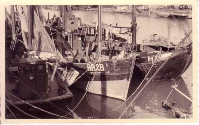 BR.28, BR.24 en andere schepen in schuilhaven Breskens