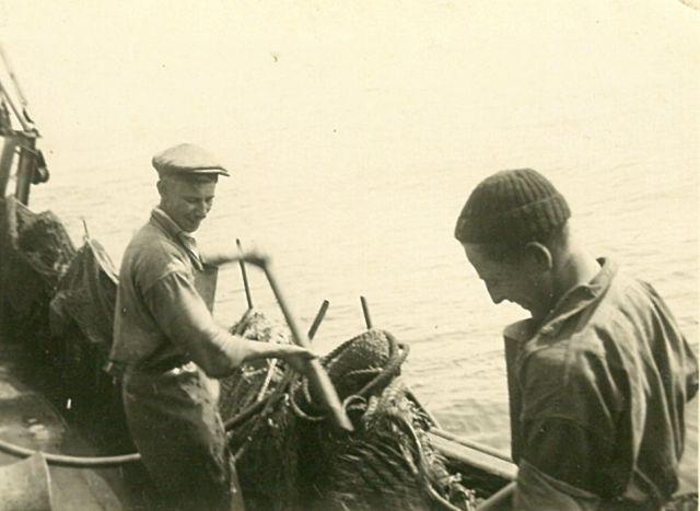Vissers aan boord van de Z.508 Zegen (Bouwjaar 1957)