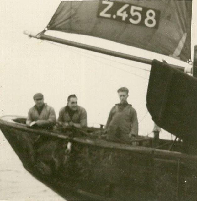 Aan boord van de Z.458 De Drie Gezusters (bouwjaar 1939)