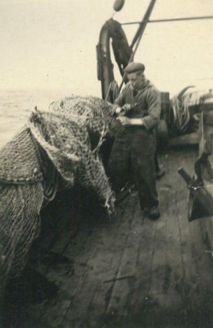 Netten herstellen op de Z.517 (Bouwjaar 1931)