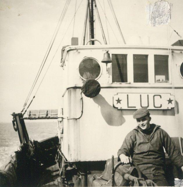 Andr� Van Torre voor de brug van de Z.562 Luc (Bouwjaar 1956)