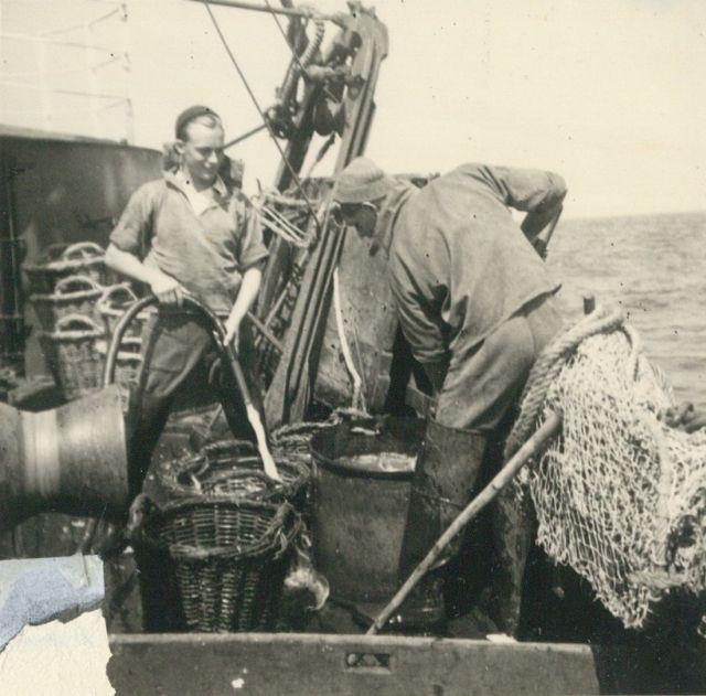 Vissers aan boord van de Z.583 Sunny Boy (Bouwjaar 1947)