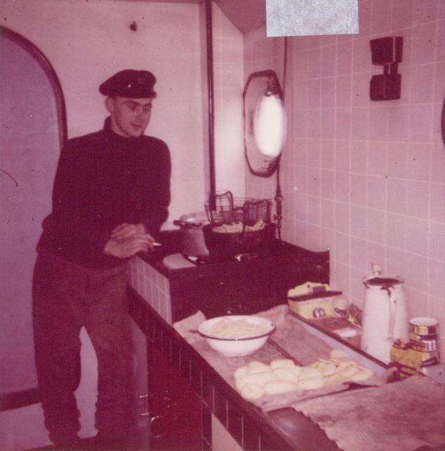 Andr� Van Torre in de keuken van de Z.402 Atlantis (Bouwjaar 1963)