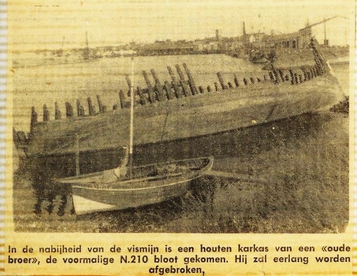 Wrak van de N.210 (Bouwjaar 1929) nabij vismijn