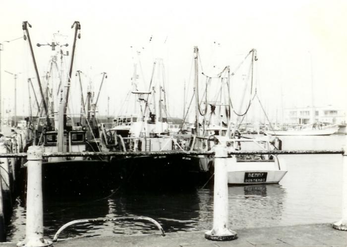 De Benny en andere schepen in de haven