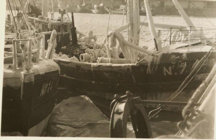 N.814 Roger (bouwjaar 1947) tijdens harde winter 1962