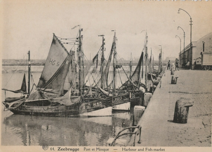 H.65 (Bouwjaar 1926), H.10 en andere schepen in haven Zeebrugge
