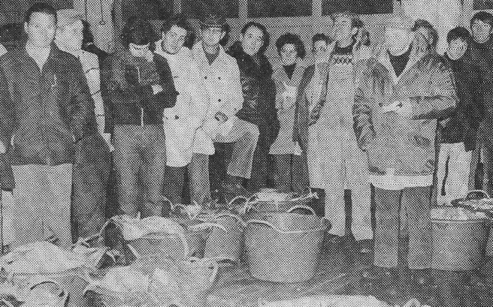 vishandelaren volgen de verkoop