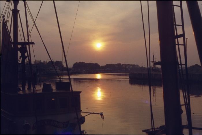 N.346 BROEDER ANNOBERT bij zonsondergang
