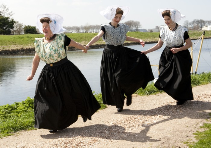 Arnemuiden ladies in historical costumes