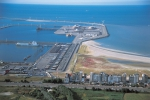 Oostelijke strekdam haven Zeebrugge met Baai van Heist