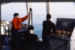 Binnenhalen van een Van Veen grijper vanop R/V Belgica (09.04.1990). Links: Jan Haelters (BMM) en rechts: Marc Van Ryckeghem (Rijksstation voor Zeevisserij).