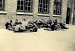 """Originele beschrijving foto: """"Visserijschool anno 1945"""". Opmerkingen en aanvullingen meer dan welkom!"""