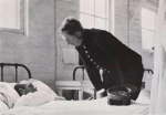 "(1964). Hulde aan Koningin Elisabeth. Wereldoorlog 1914-1918. De Panne, Koninklijke Verblijfplaats. Het Hospitaal ""l'Océan"" = Hommage à Sa Majesté la Reine Elisabeth. La Guerre 1914-1918. La Panne, Résidence Royale. L'Océan, l'Hôpital de la Reine. Uitgave"