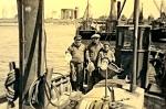 A. Hillebrandt met vangst op de N.136 Hubert-Nadine (Bouwjaar 1942), author: Onbekend