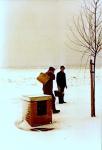 Emiel Lamaire en Verleene No�l, in de sneeuw op weg naar schip