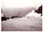 O.285 Marie-José-Rosette (Bouwjaar 1936) na stranding nabij haven Vestmannaeyjar