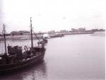 Vissersvaartuig verlaat haven Zeebrugge
