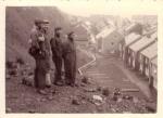 Vissers op Helgoland in 1948, toen nog een ruïne