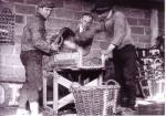 Garnalen poeieren bij viskoper Rapha�l Huysseune ter bewaring
