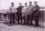 Groep vissers aan aanlegsteiger Zeebrugge
