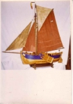 Scheepsmodel Heistse platbodem met zwaarden en kotterstuig