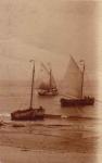Vissersvaartuigen op strand Heist