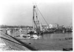 Scheepswrak B.604 Ibis (Bouwjaar 1954) wordt door Nederlandse taklift 3 de haven van Zeebrugge binnengebracht