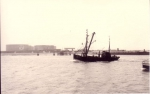 Z.517 (Bouwjaar 1931) vaart havengeul Zeebrugge binnen