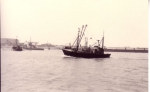 Z.520 Car Wehm (bouwjaar 1964) vaart havengeul Zeebrugge binnen