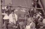 Groepsfoto aan boord tijdens doop vissersvaartuig