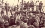 Groepsfoto tijdens doop onbekend vissersvaartuig