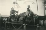 Vissers aan de winch van de Z.428 Deo Gratias (bouwjaar 1957)