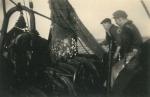 Net binnenhalen aan boord van de Z.517 (Bouwjaar 1931), author: Onbekend