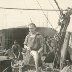 Vissers met vangst aan boord van de Z.583 Sunny Boy (Bouwjaar 1947)