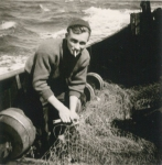 André Van Torre met net aan boord van de Z.402 Atlantis (Bouwjaar 1963), author: Onbekend